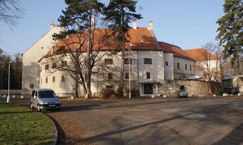 1024px-Pezinok_castle
