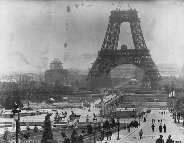 Tour_Eiffel,_July_1888