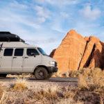 Fotograf prerobil starú dodávku na mobilný domov, s ktorým cestoval 2 roky naprieč USA