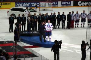 ihwc_2012_awarding_slovakia_zdeno_chara_in_pavol_demitra_jersey_20-05-2012_helsinki_finland