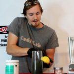 Toto doma rozhodne neskúšajte. Vedec vypil pohár s kyanidom. Čo sa s ním stalo?