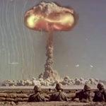 Šokujúce zábery z testovania jadrovej bomby na vojakoch