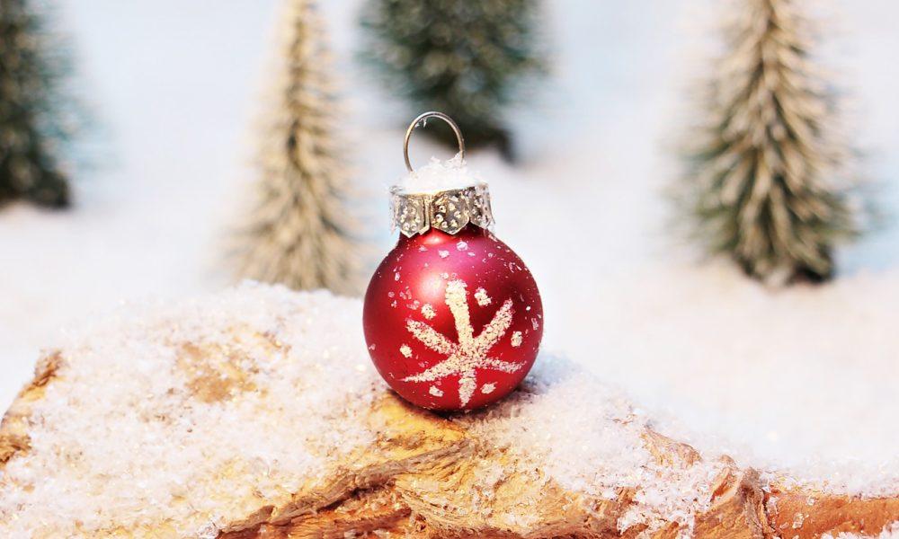 christmas-bauble-1872150_1280