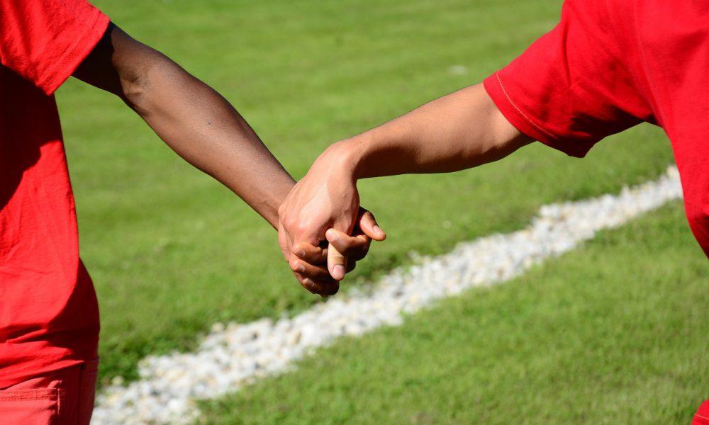 handshake-1823741_1280