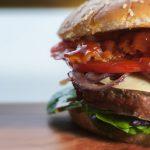 Prečo fastfoody a americký jedálniček spôsobujú obezitu?