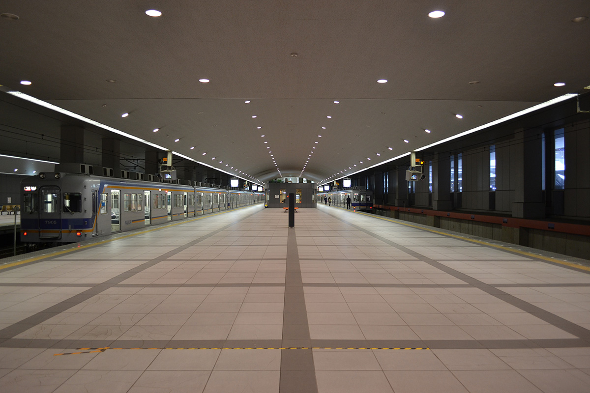 Kansai_Airport_Station_platform_2
