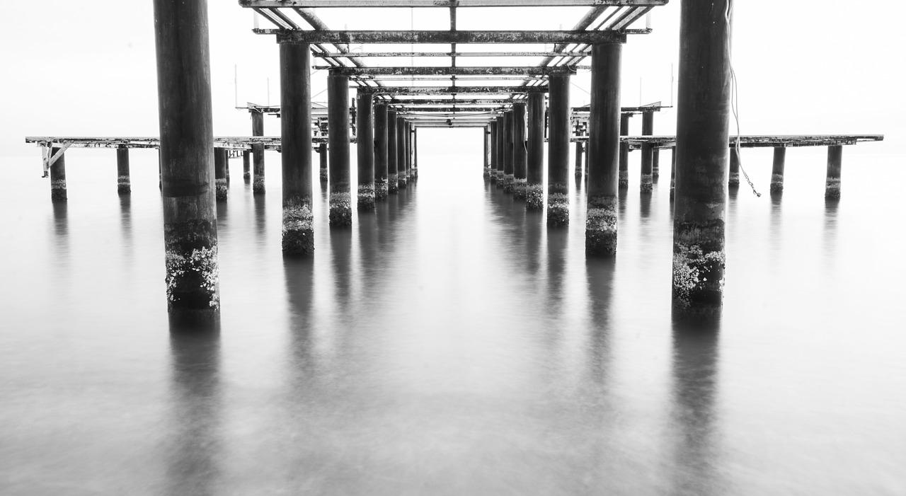 black-and-white-landscape-1819676_1280