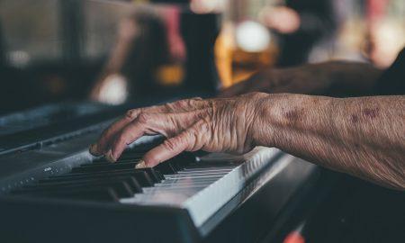 hands-1837104_1280