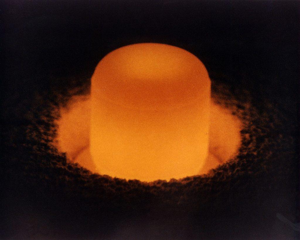 1125px-Plutonium_pellet