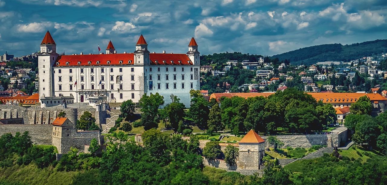bratislava-1905408_1280