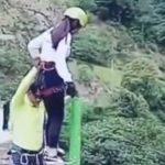 Hrôzostrašná nehoda pri bungee jumpingu. Žena skočila z mosta, no lano bolo príliš dlhé…