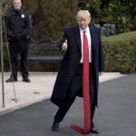 Donal Trump sa stal znova terčom posmechu na internete. Tentokrát sa užívatelia zamerali na jeho dlhé kravaty
