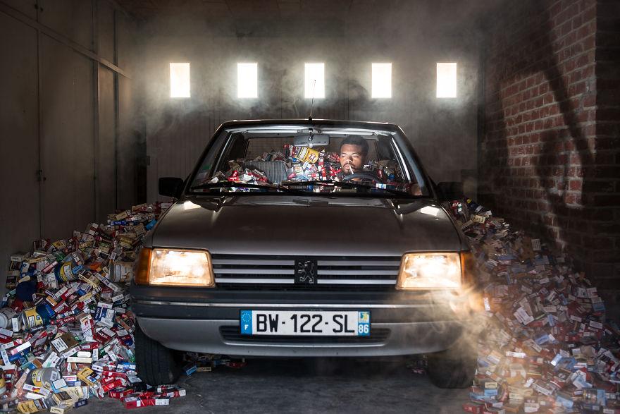 4 roky nevyhadzoval odpadky, aby nafotil sériu silných fotografií