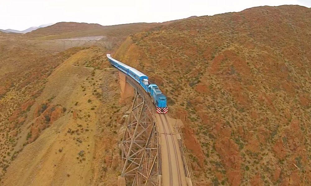 10 najextrémnejších vlakových tratí na svete