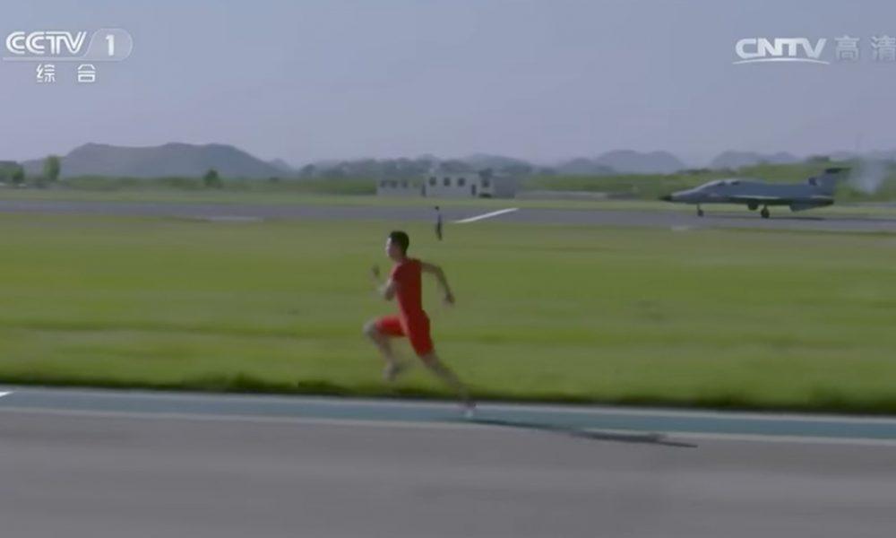 Čínsky atlét verzus stíhačka