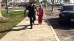 Policajt rozveselil 11-ročné dievča bez strechy nad hlavou: Naučil ju hrať škôlku