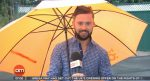 Írskeho moderátora odfúkol vietor počas predpovede počasia