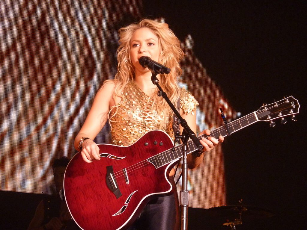 By oouinouin from Nanterre, France - Shakira - Live Paris - 2010, CC BY 2.0, Link