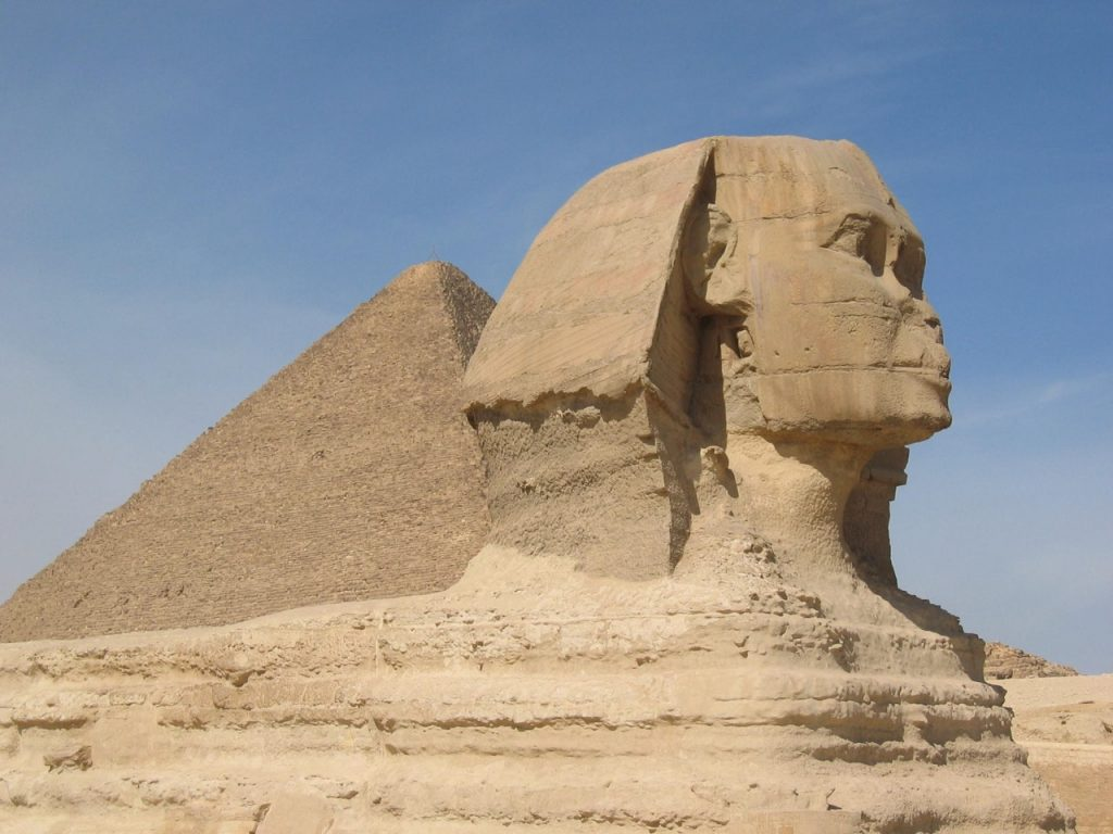 sand-desert-statue-pyramid