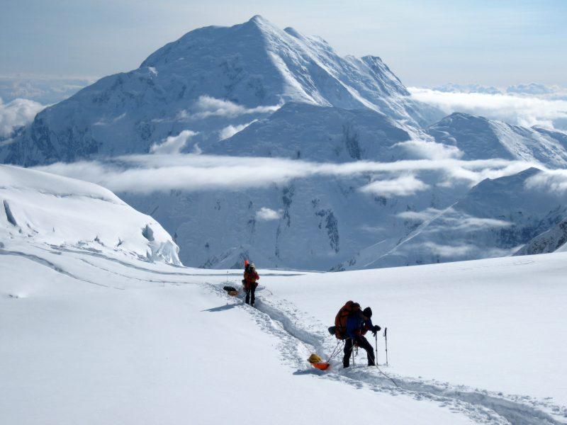 mountaineers-on-denali-alaska