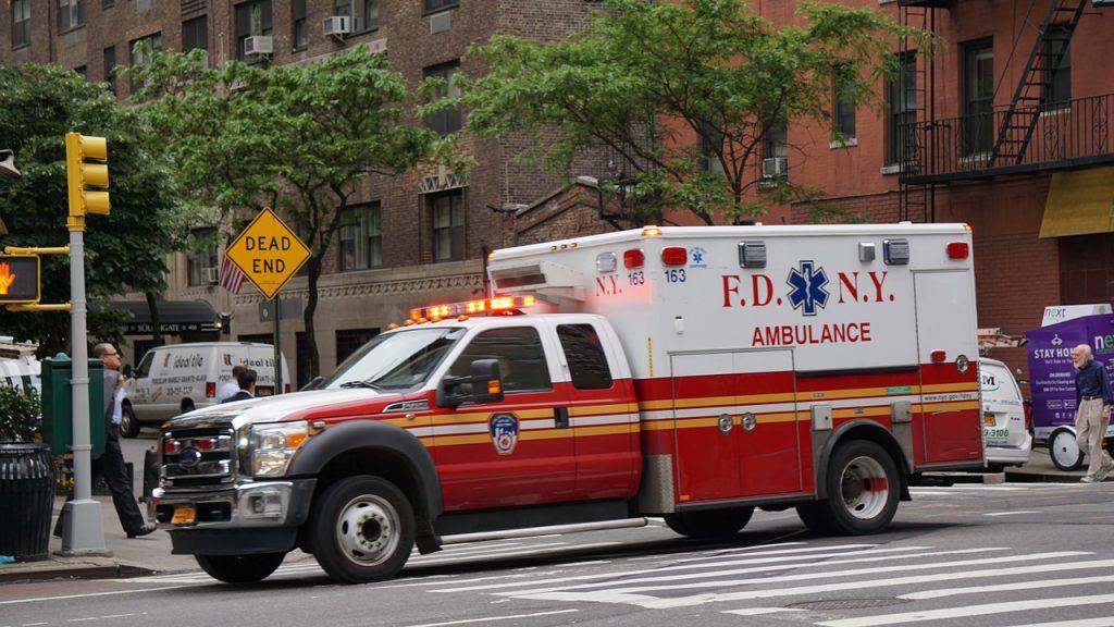 ambulance-1423505_1280