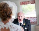 Otcovia uvideli svoje dcéry vo svadobných šatách. Výsledkom sú úžasné intímne fotografie