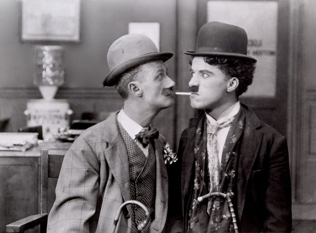 1200px-Chaplin,_Charlie_(His_New_Job)_01