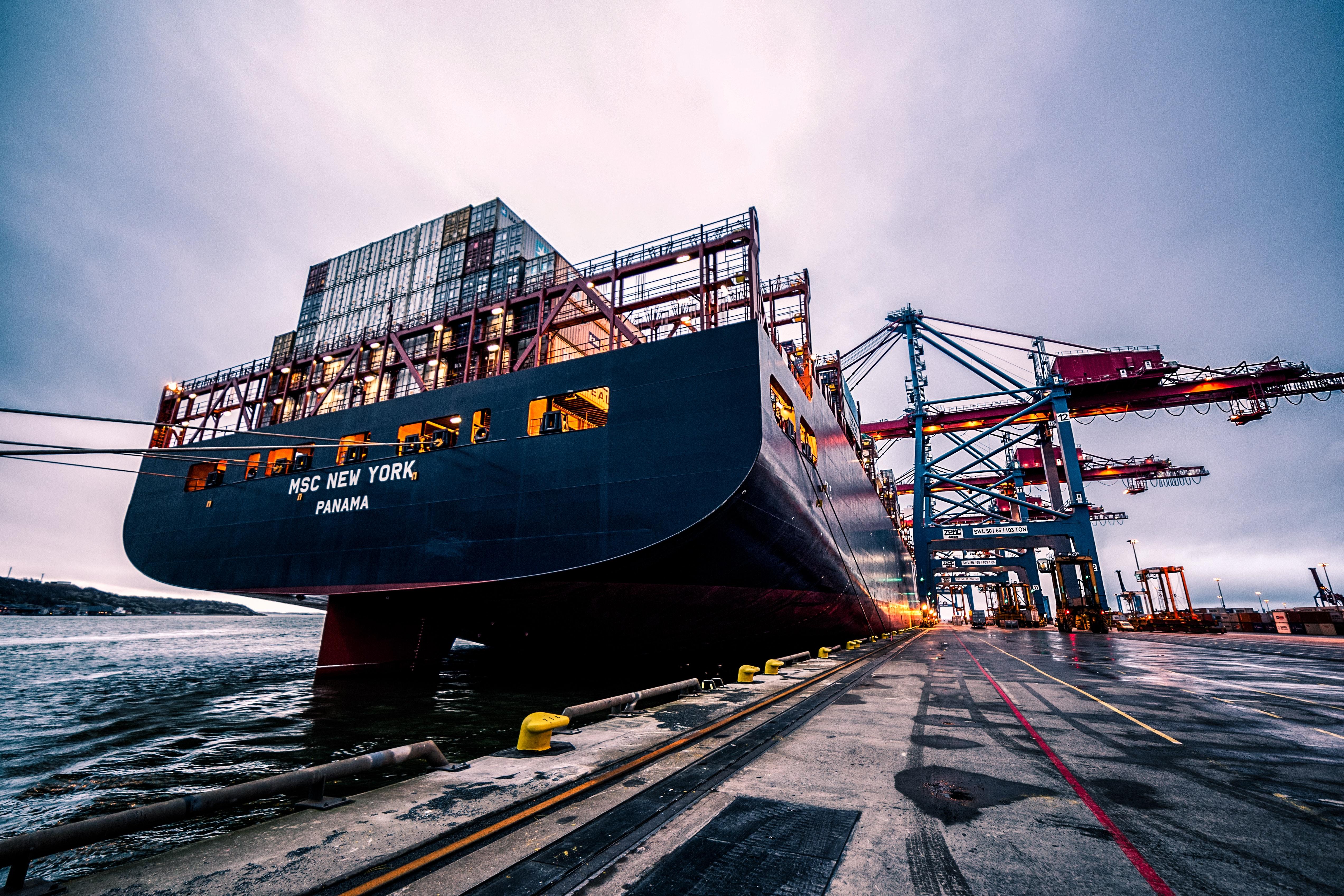 Vedeli ste, ako sa spúšťajú obrovské lode do vody?