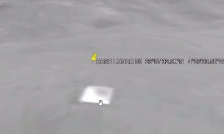 Používatelia Google Earth našli nezvyčajný objav: 200 metrov vysokú pyramídu na Mesiaci