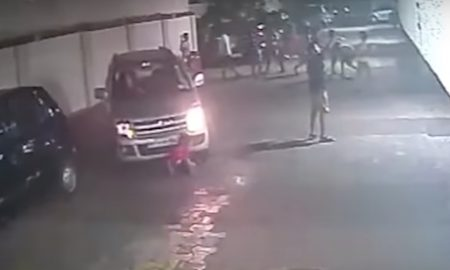 Najhoršia vodička sveta? Prešla autom cez dieťa a ani si to nevšimla