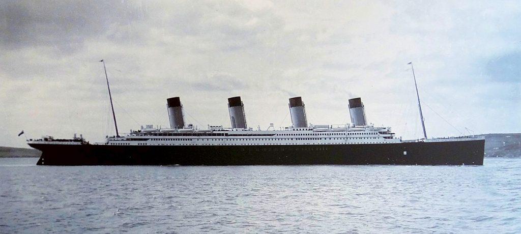 1200px-Titanic-Cobh-Harbour-1912