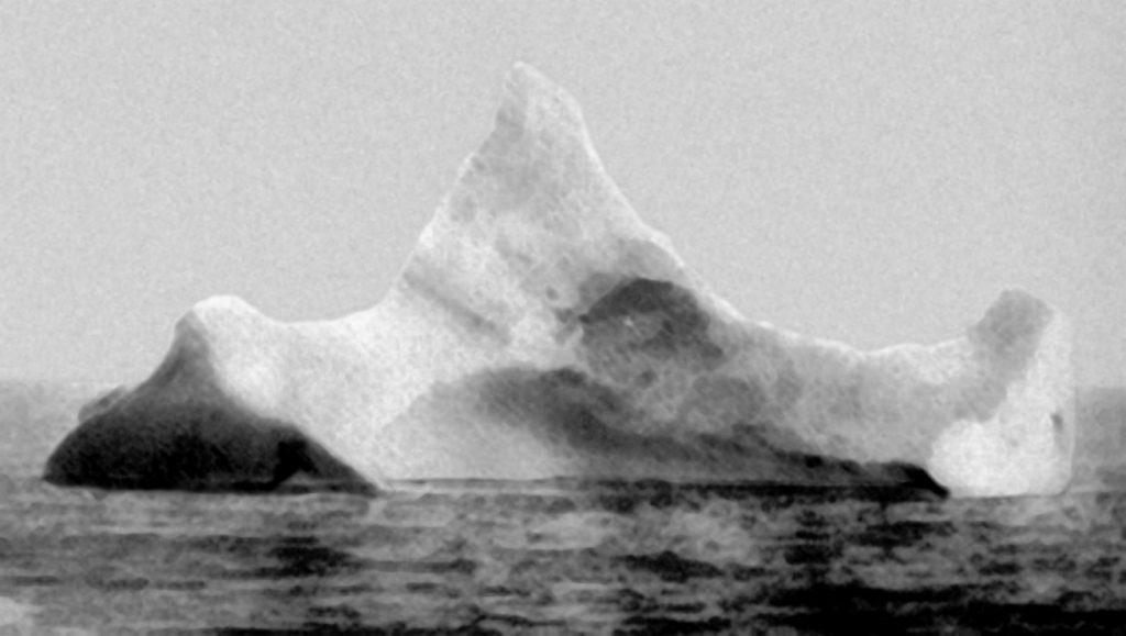 Titanic_iceberg