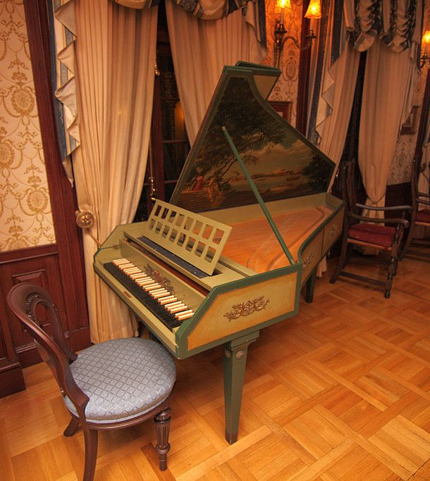 Club_33_Harpsichord_2010-610x683