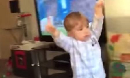 Nová hviezda internetu? Malý fanúšik sa takto raduje z gólu!