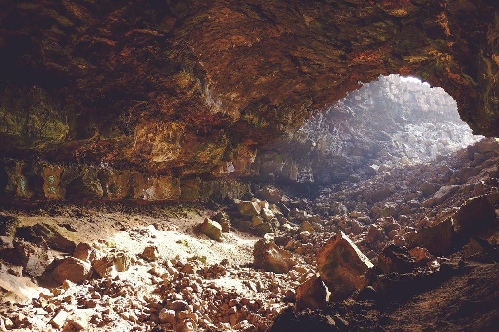cave-690348_1280