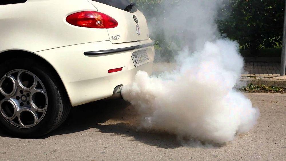Čo hovorí dym z výfuku o stave motora? Rozhoduje farba