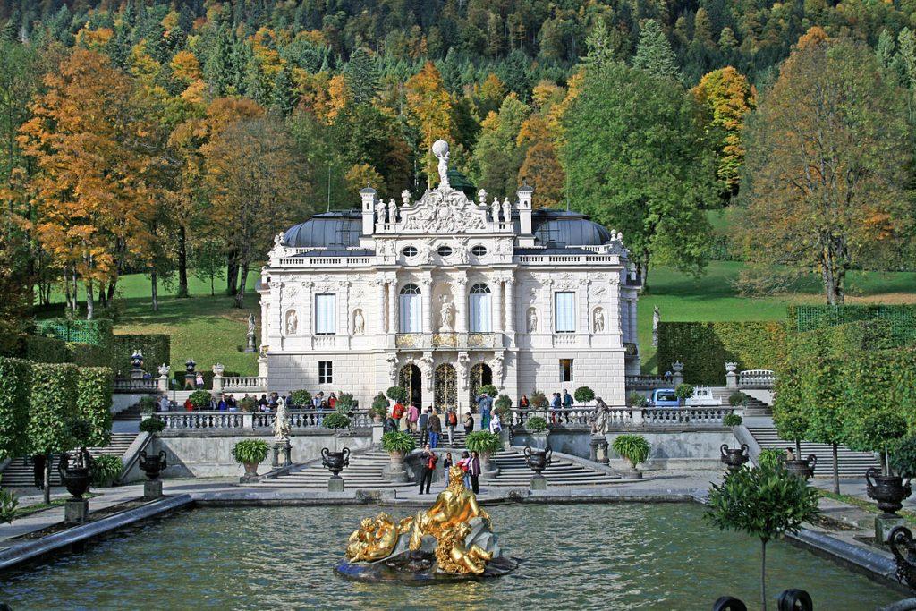 1200px-Schloss_Linderhof
