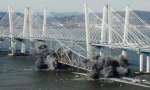 Demolácia mosta ako si ju ešte nevidel. Vďaka záberom z drona vyzerá hypnoticky
