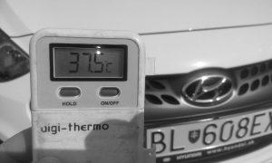 Ničia vás horúčavy? Čierne a biele auto majú rozdiel viac než 11 °C!