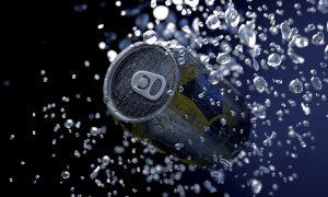Viete, prečo chutí nápoj lepšie zo sklenenej fľaše?