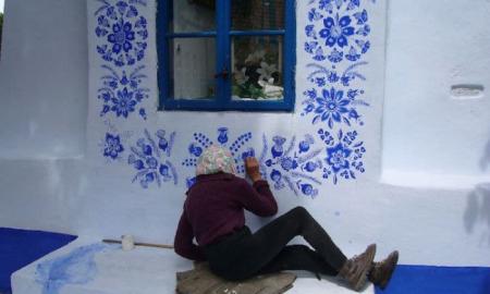 90-ročná Agnes z Českej republiky trávi svoj čas maľovaním miestnych domov