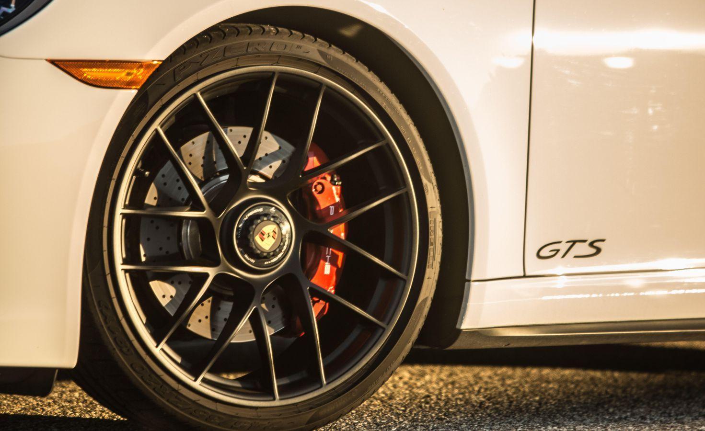 Porsche vysvetľuje, prečo brzdy pískajú