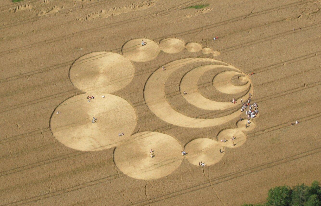 Kruhy v obilí a mimozemšťania (1. časť)
