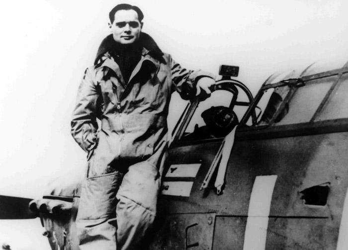 Kým bol zostrelený vojnový pilot Douglas Bader?